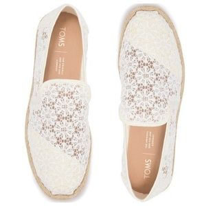 TOMS NWT White Floral Lace Slip-On Sneaker – 7.5